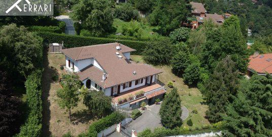 Villa Moncalieri 383 sq m + private garden of 1250 sq m