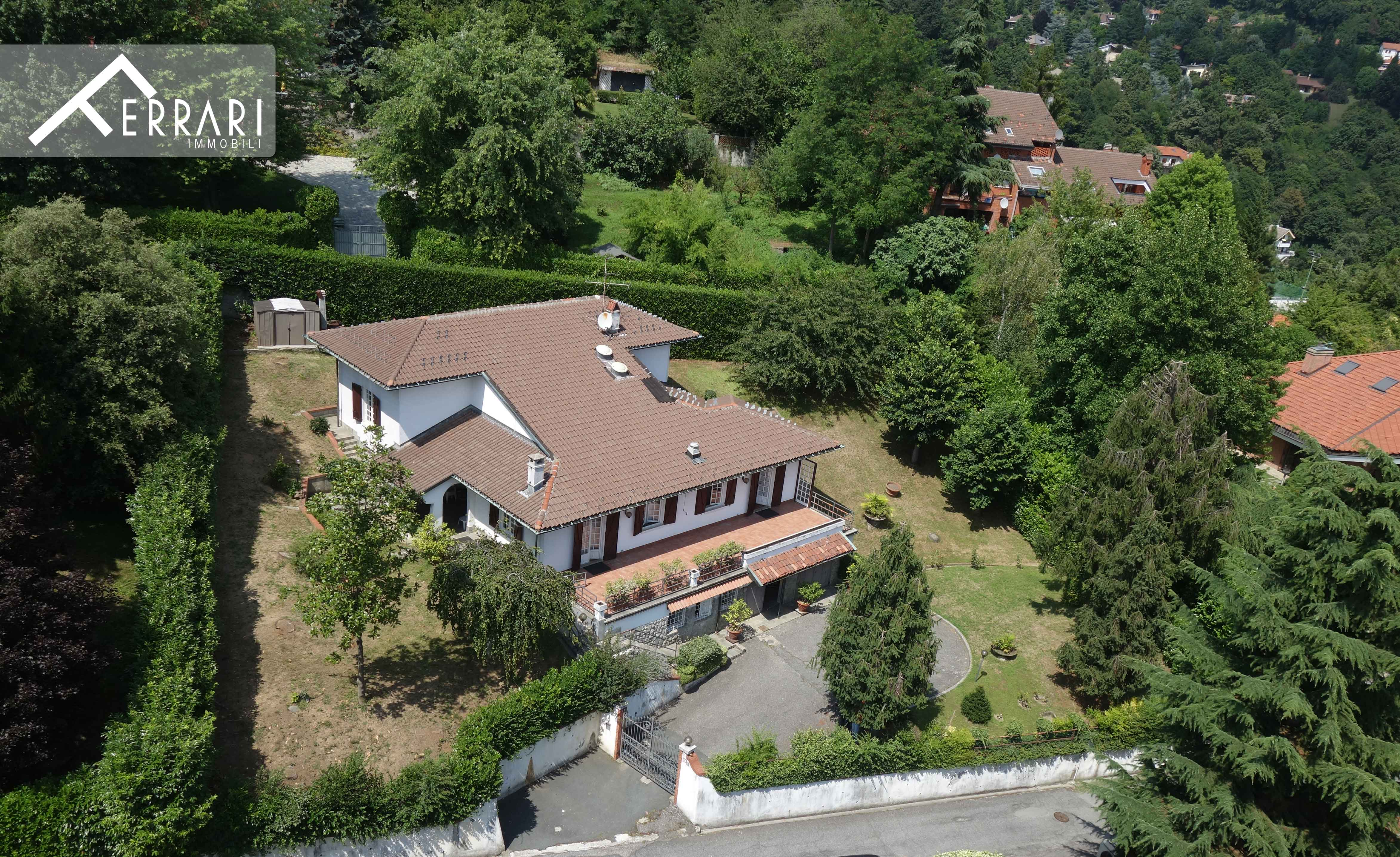 Villa Moncalieri 383 sq m + private garden of 1250 sq m