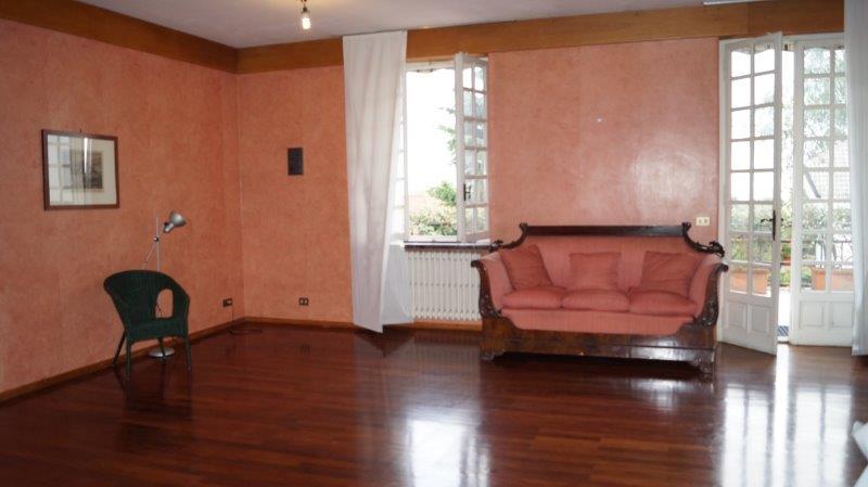 Moncalieri villa mq 383 e giardino privato mq for Affitto moncalieri privato arredato